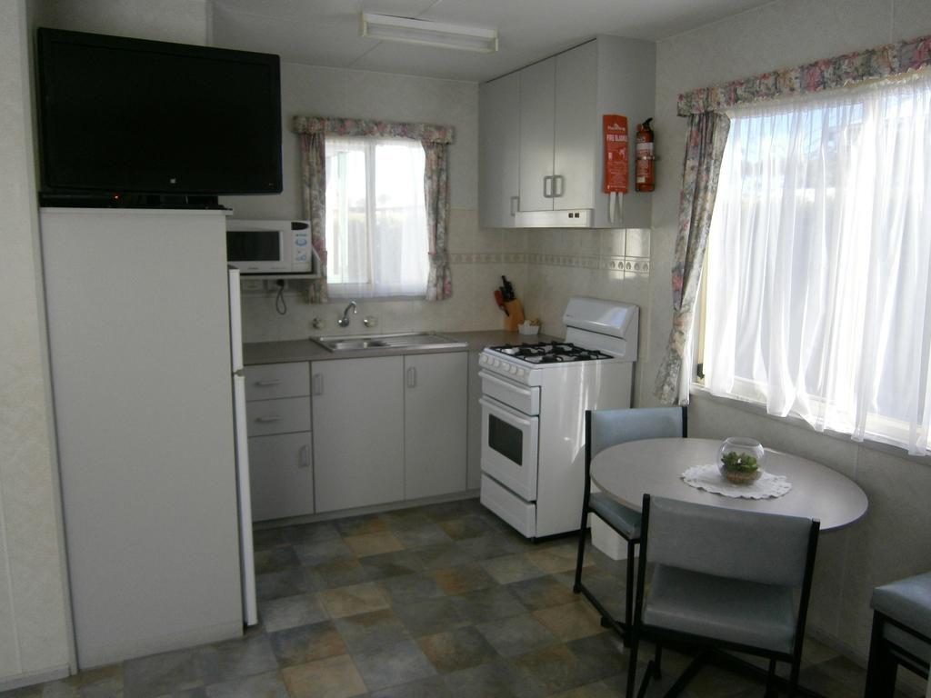 03 Deluxe Kitchen